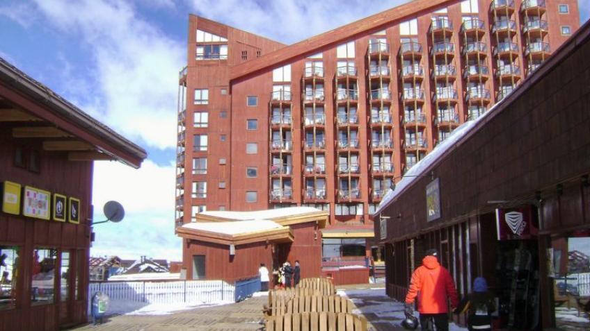 Hotel puerta del sol valle nevado english for Puerta del sol online