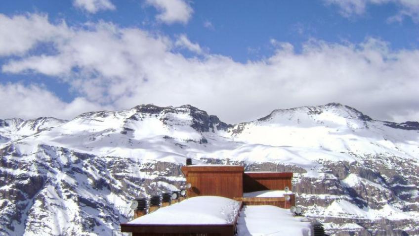 Hotel puerta del sol valle nevado portugu s for Puerta del sol online